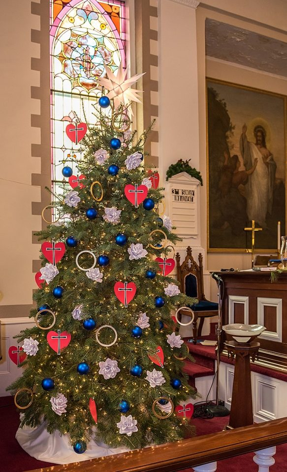 zions evangelical lutheran church in jonestown pa used elements of martin luthers seal to decorate the congregations christmas tree