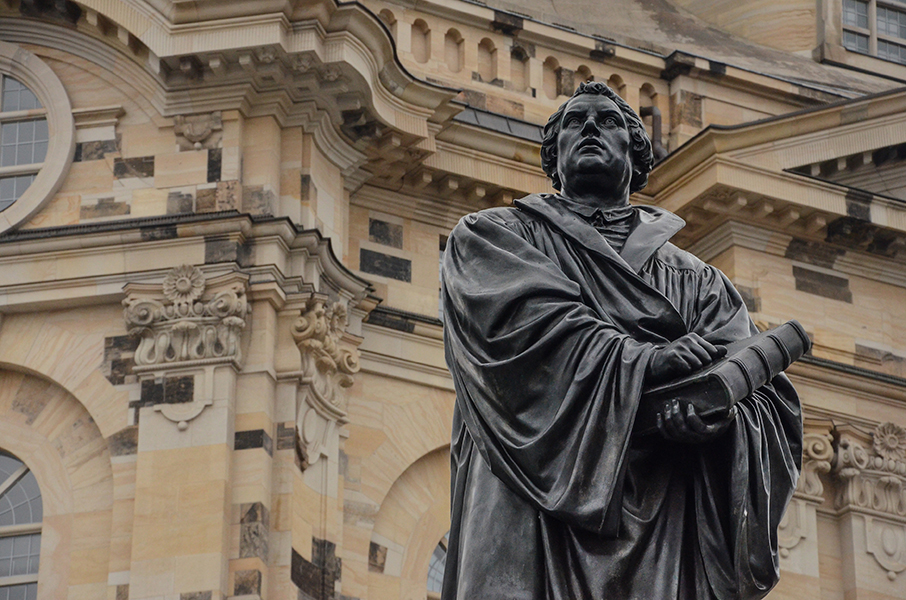 Dresden Statue Martin Luther vor Frauenkirche in Germany
