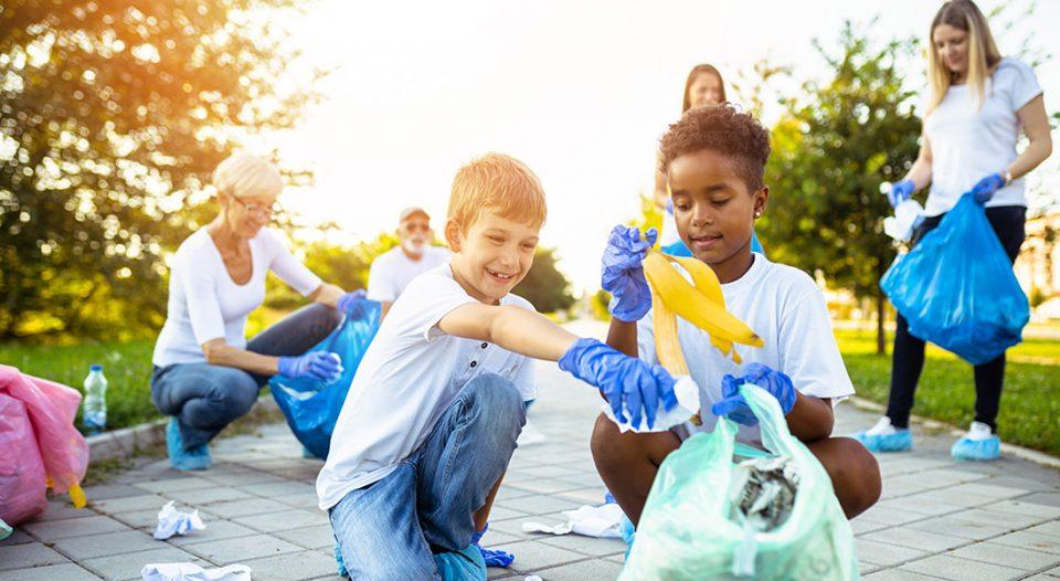 Children volunteers pick up garbage.